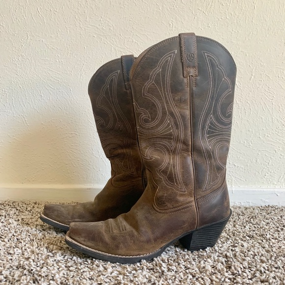 Ariat Shoes - Size 7 Women's brown Ariat Boots